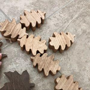6 leaves light wooden stain